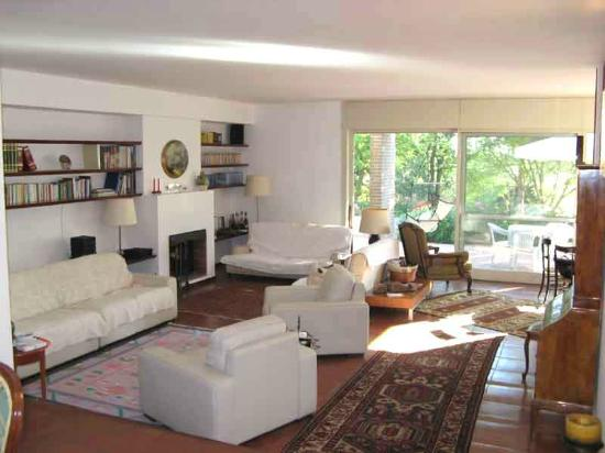 Colle Moro Resort - B&B Villa Maria: Il salone, la veranda sul giadino, atmosfera di casa