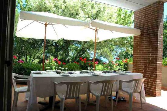 Colle Moro Resort - B&B Villa Maria: Veranda apparecchiata....