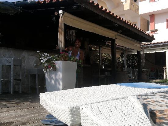 Georgia Hotel: bar, barbeque