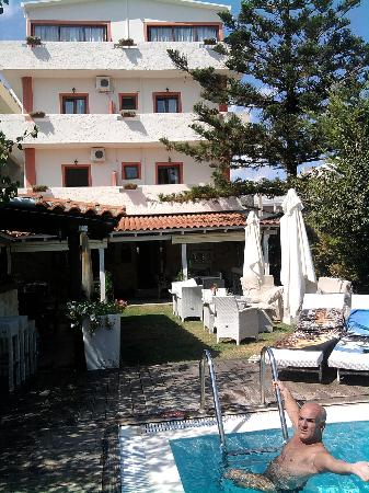 Georgia Hotel: giardino