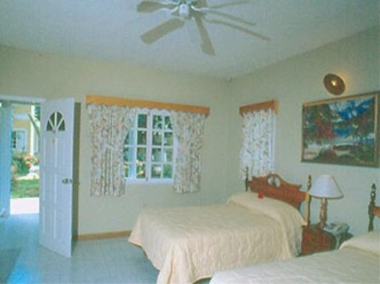 Merrils Beach Resort II: Room