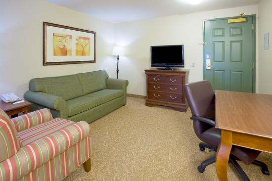 Country Inn & Suites By Carlson, Green Bay North: CountryInn&Suites Green Bay SuiteLivingRoom