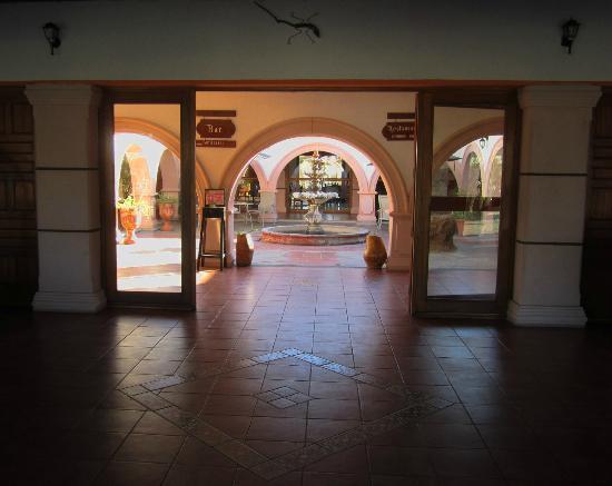 Desert Inn Catavina: Hotel-Entree