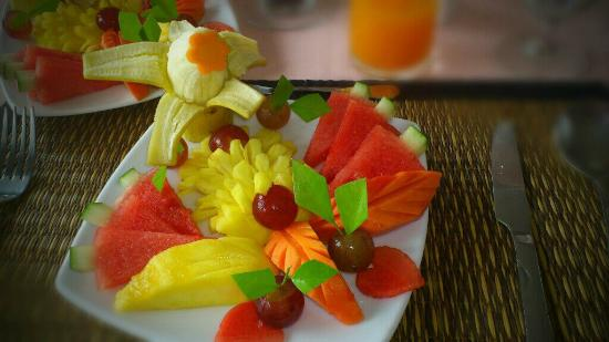 Khao Lak Riverside Resort & Spa : Fruit Plate