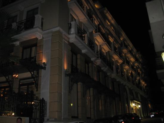 Electra Palace Hotel - Athens: 夜のホテル外観
