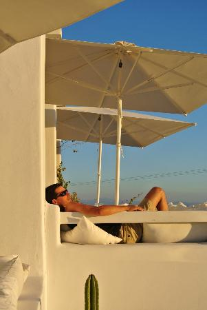 En Lefko Prive Suites: Sunset view from the pool