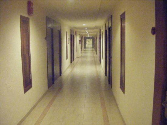Viva Rey Don Jaime Hotel: Corridor to our room at the end!