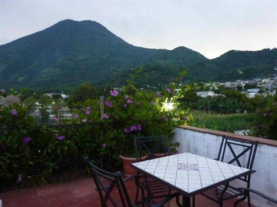 Mikaso Hotel Resto: Volcan San Pedro