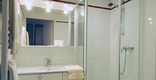 Hotel de la Marne : a bathroom