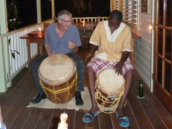 Warasa Garifuna Drum School: Ian and Ray McDonald at Hickatee Cottages