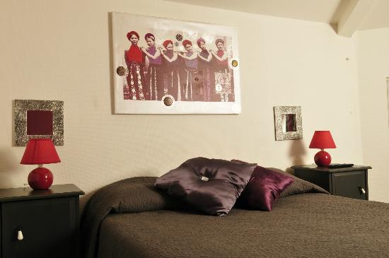 Hotel de la Marne : a room