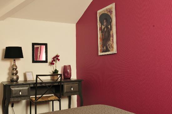 Hotel de la Marne: a room