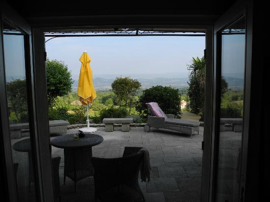 Les Terrasses du Luberon : Looking out across valley