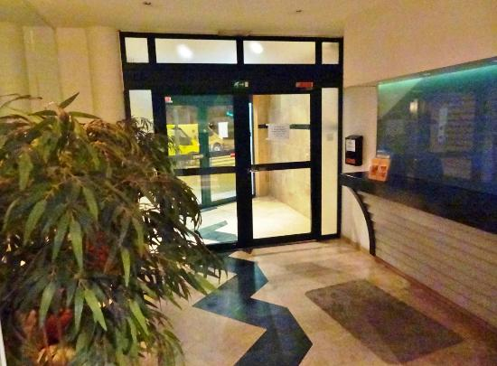 Aparthotel Brussels Midi: Lobby