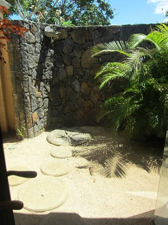 Maradiva Villas Resort and Spa: Outdoor shower
