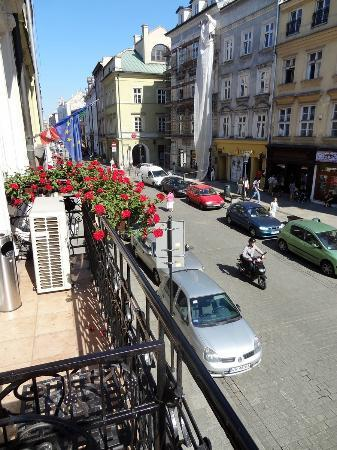 Senacki Hotel : Morning along the street