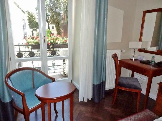 Senacki Hotel: Room and balcony