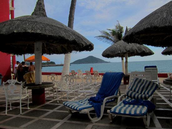 Hotel Hacienda Blue Bay : Hotelterrasse mit Blick zum Meer