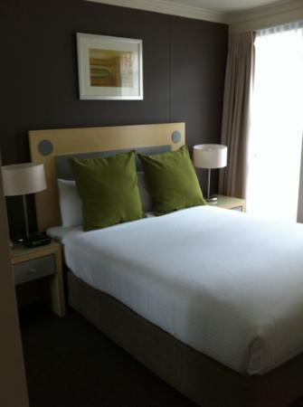 BreakFree on George: Open plan suite bedroom
