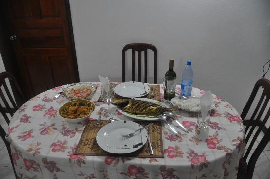 Chalets d'Anse Reunion: Repas préparé par la grand-maman