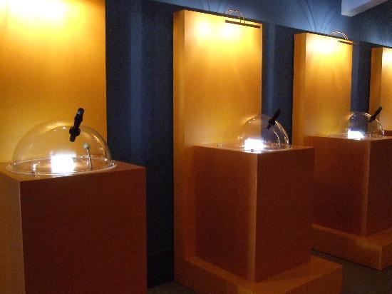Micromundi-Museu de Miniatures i Microminiatures: sala de microminiaturas