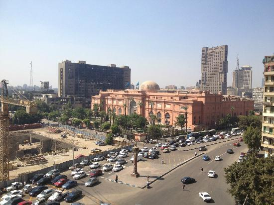 City View Hotel: View from breakfast area showing Egyptian Museum and burned-out Mubarak administrative building