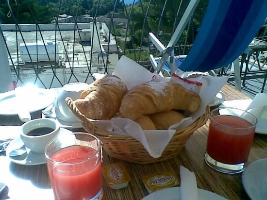 Hotel La Tosca : Colazione in terrazzo