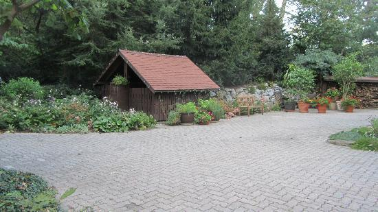 Swiss Woods Bed and Breakfast: Outside the main entrance