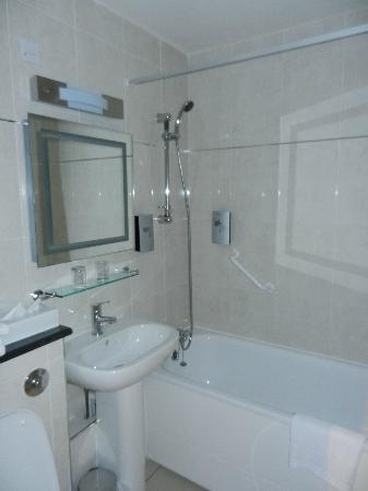 Best Western Gatwick Skylane Hotel: Bathroom