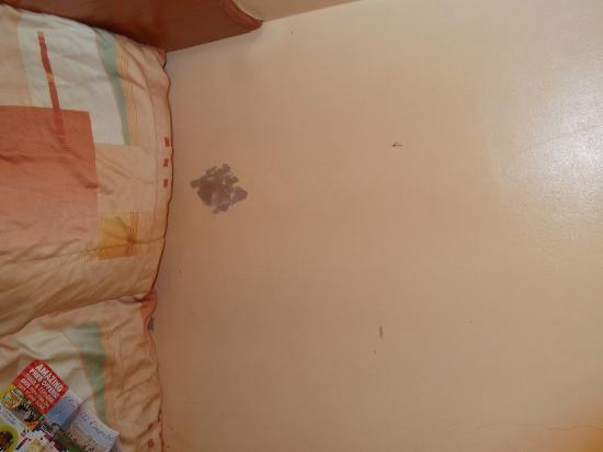 Jubilee Hotel: bashed walls