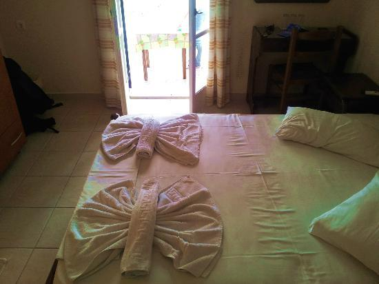 Holiday Beach Resort: Our room with daily room service