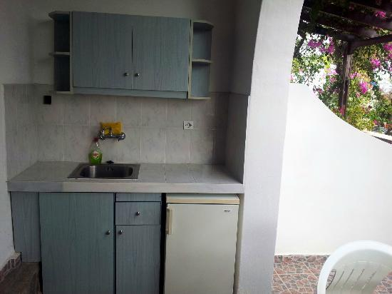 Holiday Beach Resort: Outside kitchen, stove available at the reception