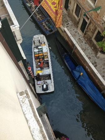 Duodo Palace Hotel: Morning view from our room of a boat bringing the fruit & veg to the hotel