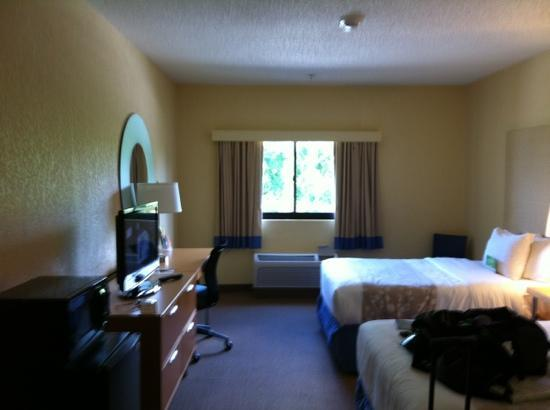 La Quinta Inn & Suites Ft. Myers - Sanibel Gateway: room