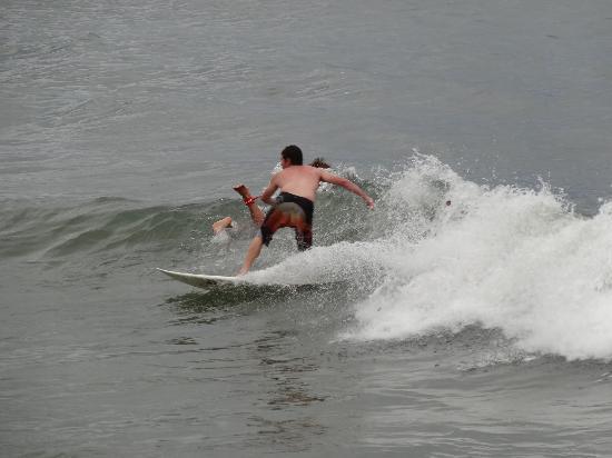 Nova Mar Bella Beach: surfing