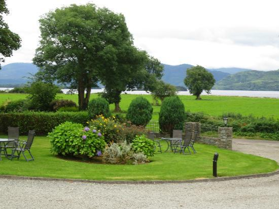 Loch Lein Country House: Courtyard at Loch Lein