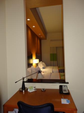 Fairfield Inn & Suites Twentynine Palms-Joshua Tree National Park: Schreibtisch