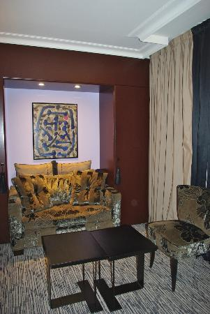 Hotel Les Jardins de la Villa & Spa: Sitting area in our Junior Suite