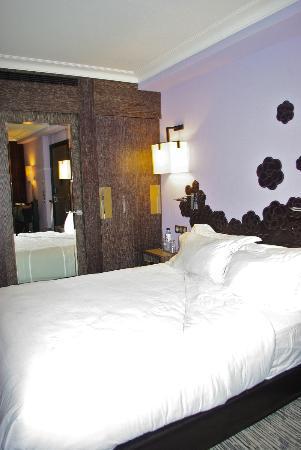 Hotel Les Jardins de la Villa & Spa: Comfy bed!!