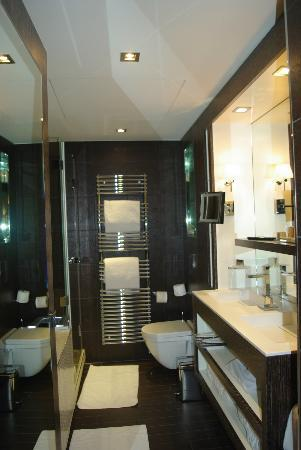 Hotel Les Jardins de la Villa & Spa: Bathroom