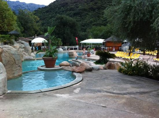 Camping Les Oliviers : piscine