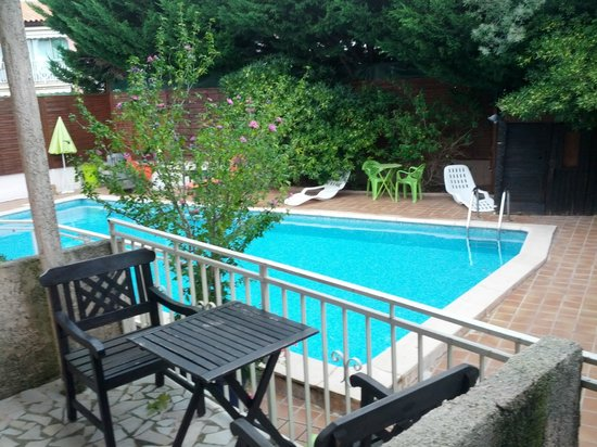 Miramar, France : Poolview from room No. 5