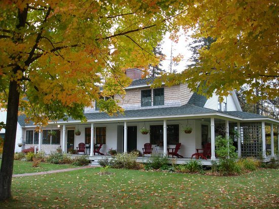 ‪‪Bethel Hill Bed and Breakfast‬: Fall Folige‬