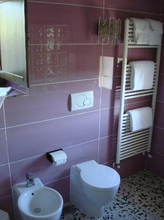 Bellaugello: Bathroom