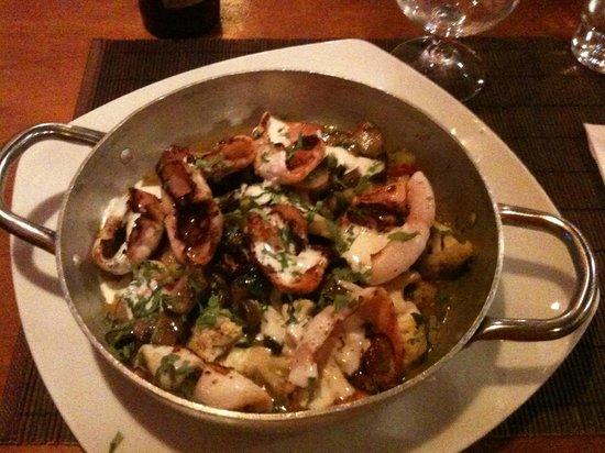 Boston Fish & Grill : Calamari con asparagi, funghi, cavolfiori, ravanelli e yogurt della Galilea