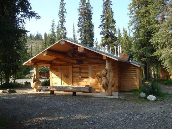 Carlo Creek Lodge: Shared restroom + shower house
