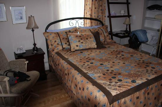 La Mer La Montagne B&B : Room furnished in a modern way,