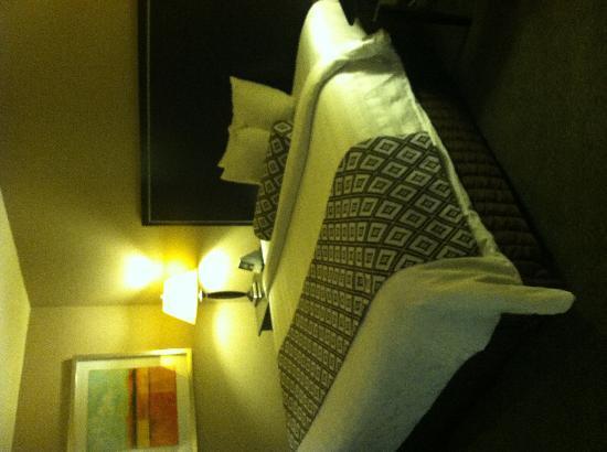 Wyndham Garden Lafayette: King size bed