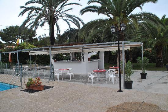 Terraza de verano con piscina picture of casa pepe for Cocina mediterranea