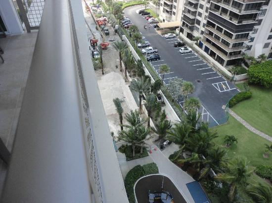 Marriott's Oceana Palms: Looking down on the construction to see where all that beeping was coming from.